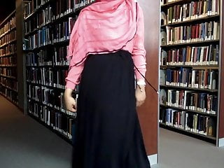 Muslim dame demonstrating in the library