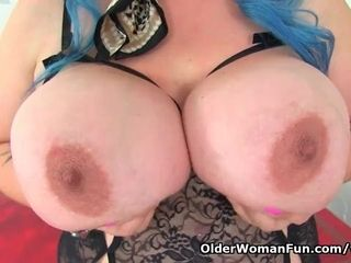 English cougar Kiki Rainbow pampers us with her phat funbags