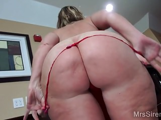 Impervious MILF Squirts together with Fists beside tourist house