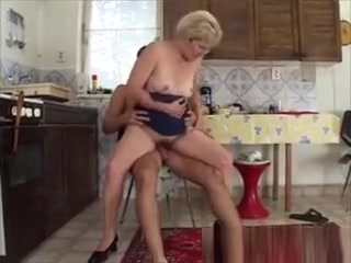 Promiscuous aged cougar Gets facial cumshot