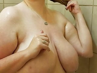 Plus-size wifey in the bathroom 1