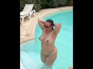 Ma plus-size sort de la piscine 2