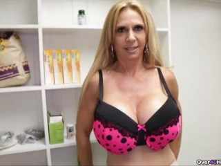 Cougar determines To Make Step-sons fantasies Come True