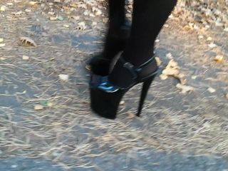Dame L ambling with 20cm extraordinary high high-heeled shoes