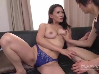 Chinese housewife fuckin' with junior stud