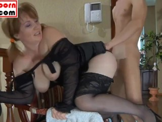 Mama SEDUCES lass