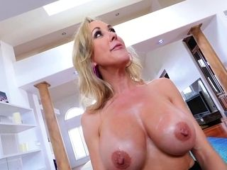 Mature honey hooter boinks point of view