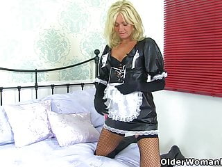 English cougar Jozie wears her crotchless stocking for a reason