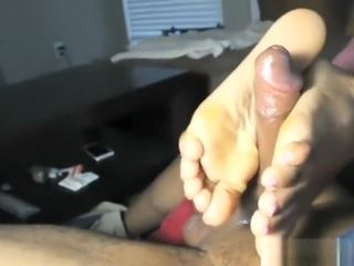 Dark-hued wifey Gives sole and hand job