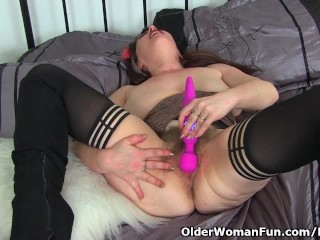 Disinterestedly milf Janey shares will not hear of propound moments anent us