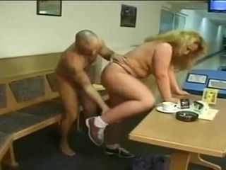 Flaxen doll fucks suppliant