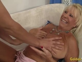 Monstrous globes mature Mandy McGraw gets pulverized