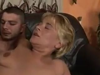 Mature cockslut with one gam gets penetrated