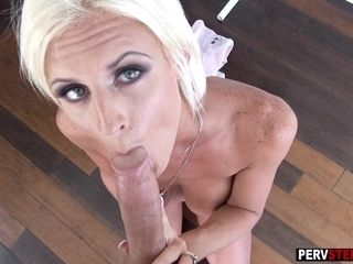 Hellacious coitus bug MILF stepmom gets forth first of all will not hear of knees