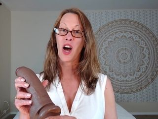 Inexperienced mommy Wants Her yam-sized faux salami