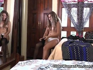 Latina cougar Susana needs masturbation before a encounter