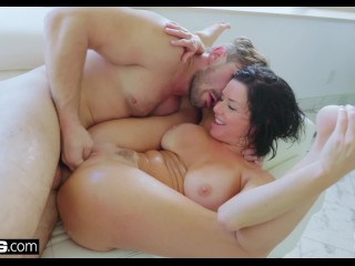 Veronica Avluv's pussy ajar together with squirting