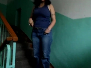 Urination in denim, mature black-haired in the entrance