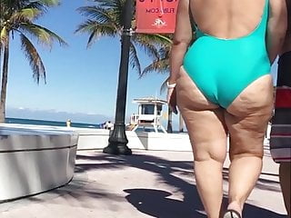 Miabuela - Latina GILF in bathing suit