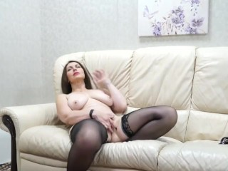 Dominate MILF bringing off not far from himself