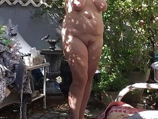 Flashypink gets bare in front yard