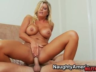 Sun-Tanned cougar hard-core hook-up