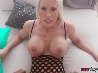 Bigtitted cougar railing ebony manmeat in close-up