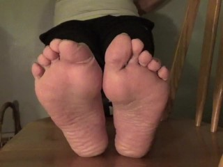 Pepper Bane - puckered Feet & feet