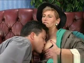 Aged stunner penetrating and deep-throating an aged pipe taking jism