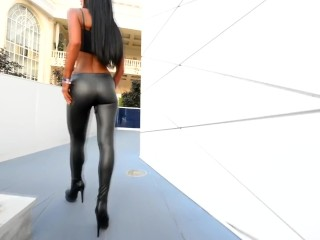 Red-hot LEATER LEGGING WALK - latex caboose