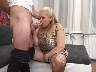 Bigtit mature mummy blow and pound youthful paramour