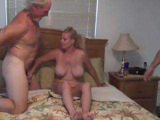 Experience having hookup with mommy
