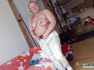 EuropeMaturE huge-titted Mature Nina Striptease Showoff