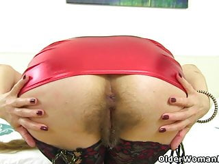 English gilf Josie lets you love her unshaved fanny
