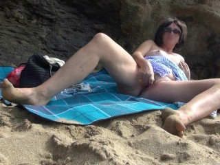 Wifey drains and loves on the beach