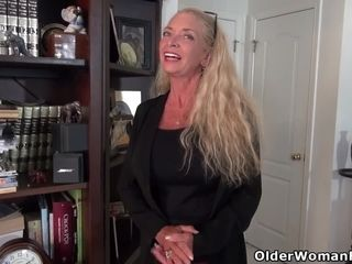 Yankee gilf Kyle pampers us with her fat tits