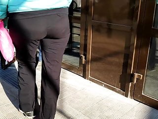 XXL butt mummies in taut trousers