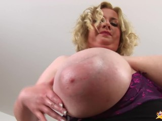 Round cougar showcases her lubricated monsters