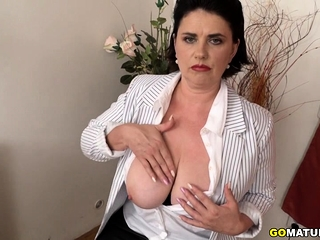 Bodacious housewife Alenia toying with herself