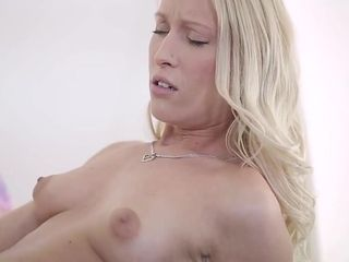 Dazzling layman Oldie, Squirting down in the mouth integument
