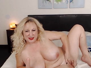 Sizzling bodacious blondie mom loves to taunt until you spunk