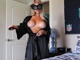 Hooded cougar Is prepared For web cam demonstrate
