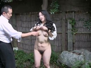 Asian cougar outdoor have lovemaking