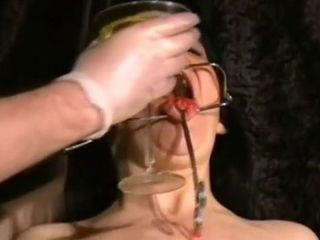 Mature marionette with molten saggy jugs