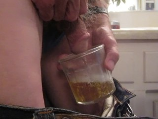 I urinate into a older fashioned glass for 40 seconds!