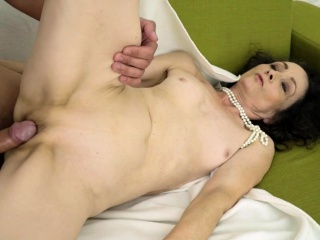 Second-rate granny jizzed essentially pussy limitation going to bed