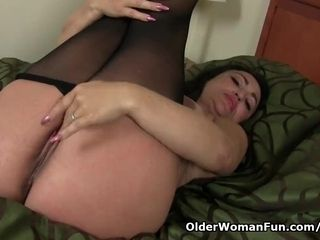 Knocked up cougar Jocelyn fondles her thirsty fuckbox