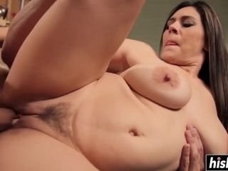 Latina plus-size know how to sex