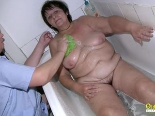 OldNannY gripping grandma While Taking a bathtub
