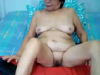 Filipina granny resembling say no to spot on target heart of hearts plus shaved blad pussy atop webcam